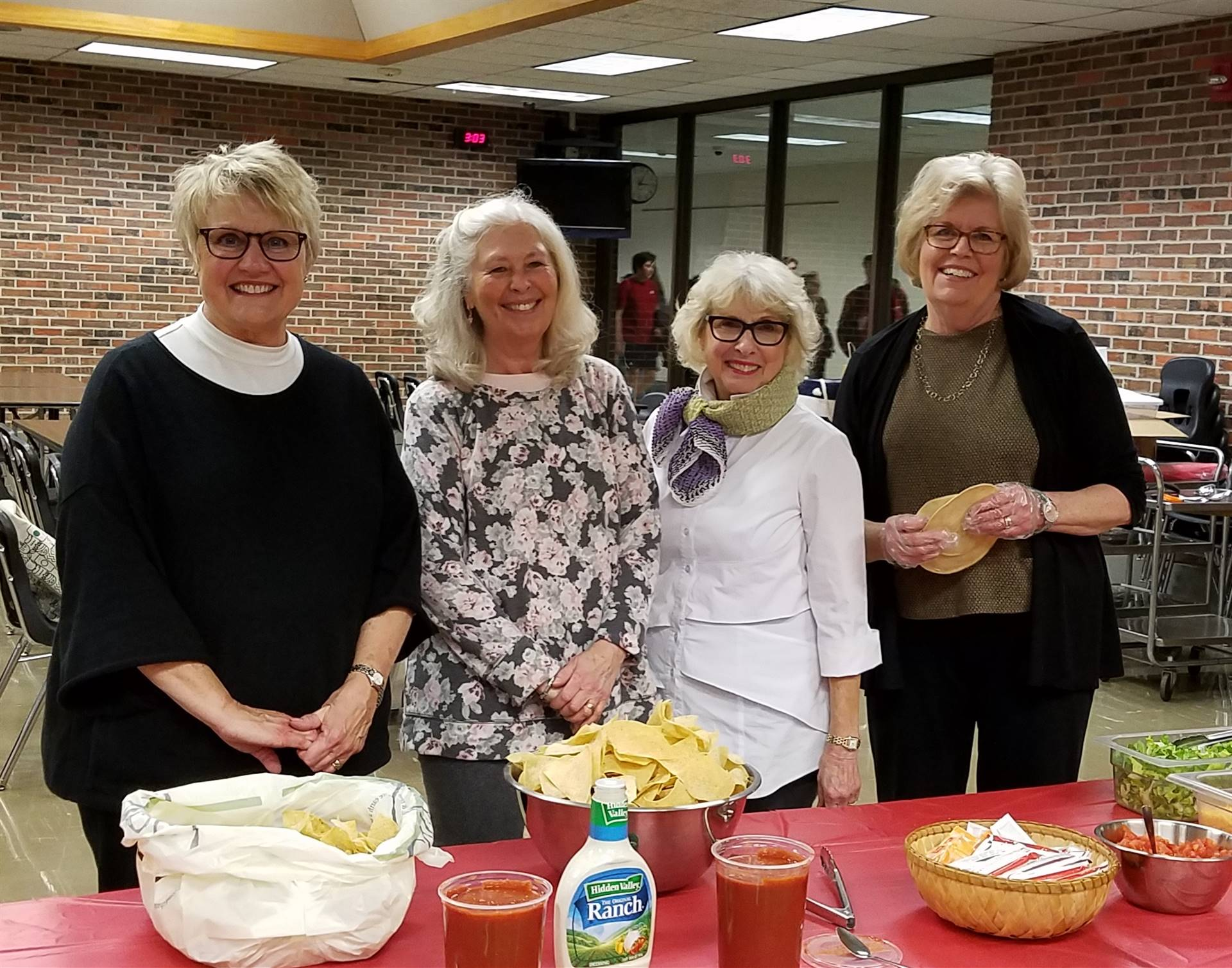 Tri Kappa Serves Meal to Academic Teams